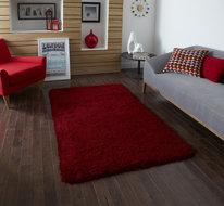 rood hoogpolig tapijt
